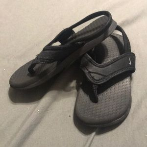 Play condition Nike toddler Sandles with strap